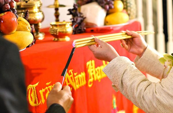 Văn khấn khi cưới gả và chuẩn bị lễ bàn thờ ngày cưới