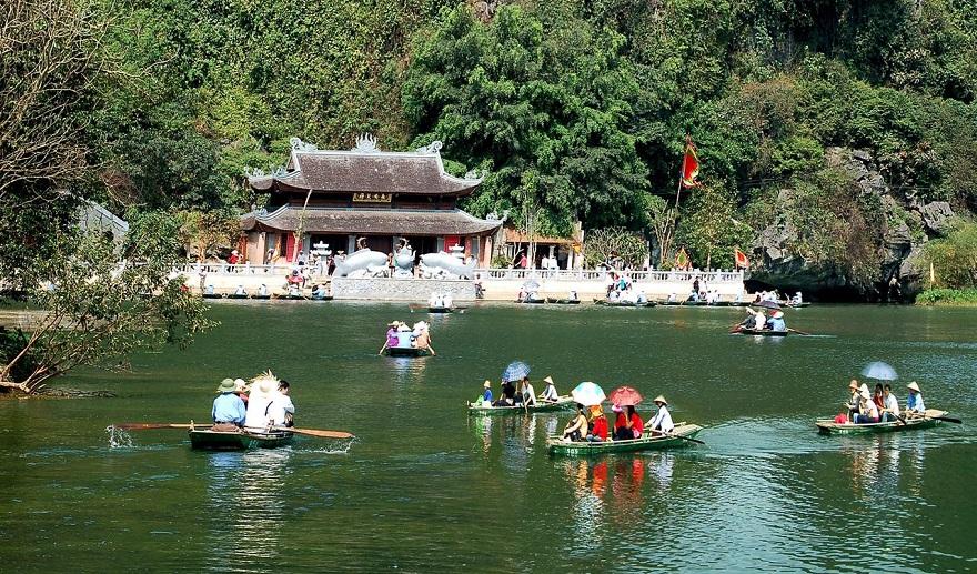 Thần Hồ trong thắng cảnh Hương Sơn