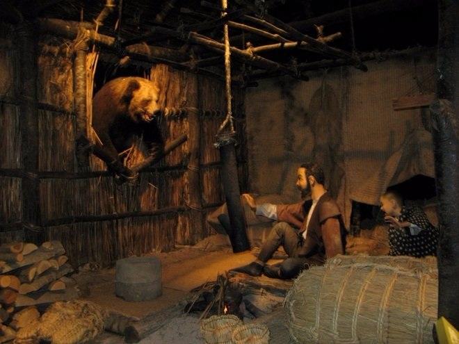 Anh hàng thịt, người đàn bà và con gấu