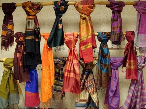 Chiếc khăn thêu - Phần 1