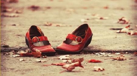 Đôi giày bát kết tự đi được