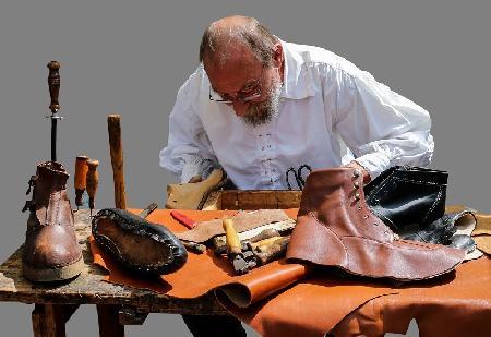 Lão hà tiện và ông thợ đóng giày