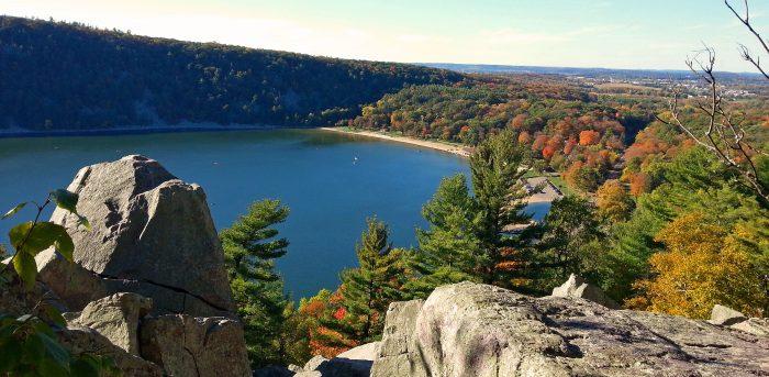 Truyền thuyết Hồ Quỷ Wisconsin: Chim sấm đấu với đại mãng xà